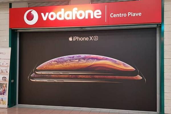 Vetrofania Vodafone